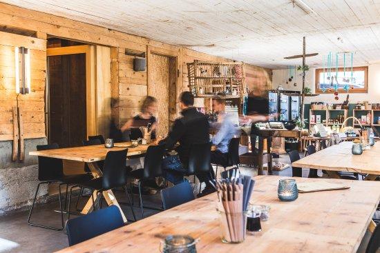 Maienfeld, Suiza: In der Taverna