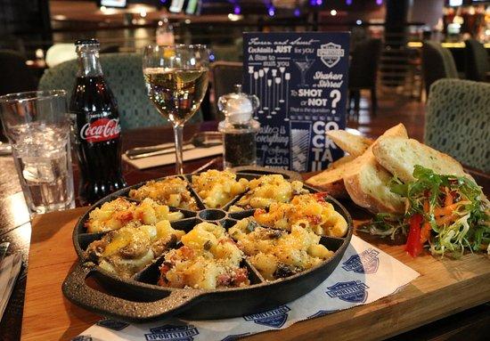 Mac 'n' Cheese Taster Skillet - Picture of Sportsters Bar & Diner, Falkirk  - Tripadvisor