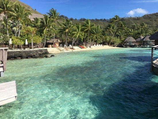 Maitai Polynesia Bora Bora : vue de la plage de l'hotel (du Pilotis)