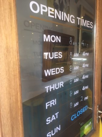 Kennford, UK: Opening Hours