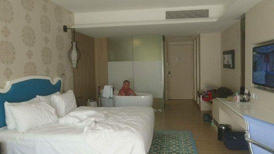 Designer Badewanne zimmer mit designerbadewanne perfekt zum entspannen picture of