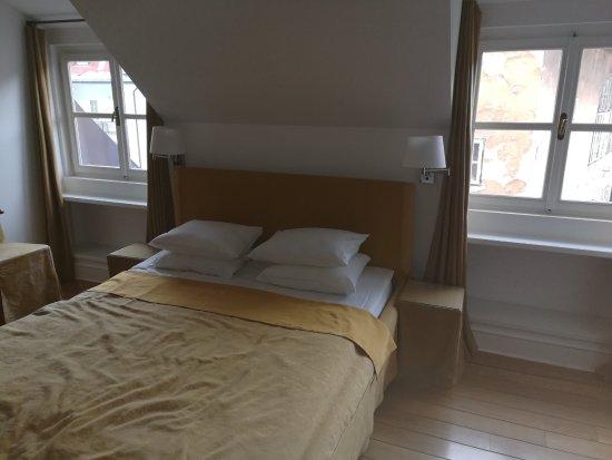 Bed and Breakfast Petra Varl: Camera (il copriletto è disordinato perché mi ci sono sdraiato prima :) )