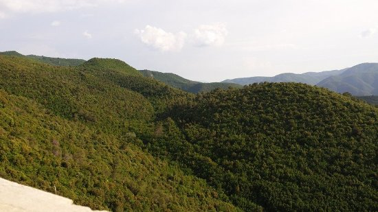 Monteluco, Italia: Veduta sui monti in direzione Terni