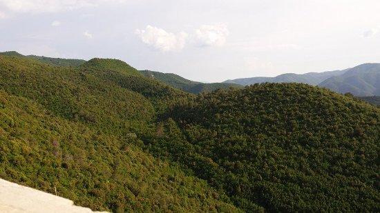 Monteluco, Italien: Veduta sui monti in direzione Terni