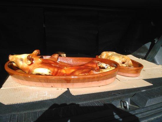 Nieva, สเปน: Cochinillo y pollo asado