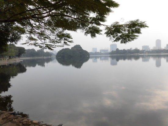 Hồ Bảy Mẫu