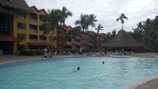 La piscine au pied de l 39 h tel obr zok caribe club for Piscine 12 pieds