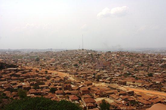 Abeokuta, نيجيريا: Vista della città dalla cima della roccia