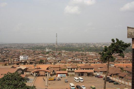 Abeokuta, نيجيريا: Veduta del parcheggio interno custodito