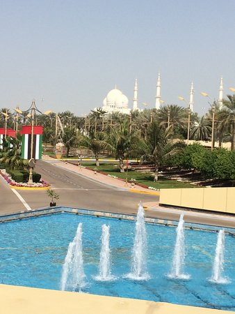 Armed Forces Officers Club & Hotel: Sheikh Zayed Grand Mosque in walking distance