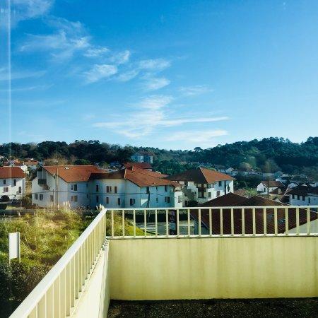 Hotel Le Biarritz : Grande terrasse et vue de la chambre