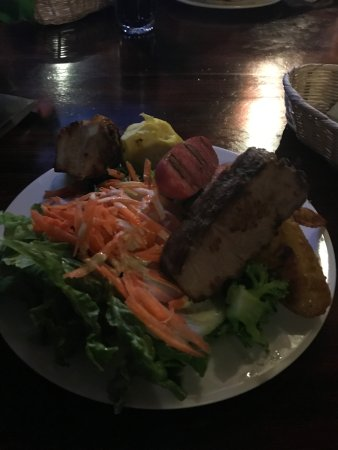 Ecopackers: Cena de BBQ, diversas carnes con ensalada