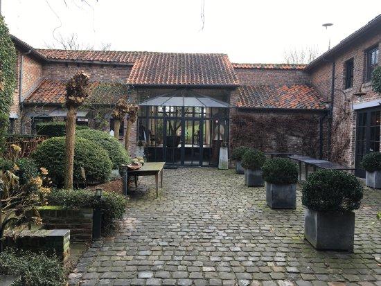 Riemst, Belgien: De rustige mooie binnenkoer !