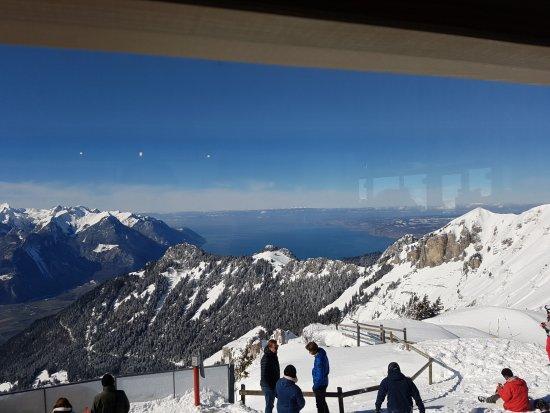 Restaurant Tournant Le Kuklos: Ca tourne et vous voyez le lac de Gneve...