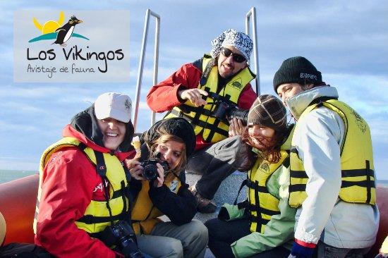 Puerto Deseado, Argentinië: Uno de nuestros guías con los clientes disfrutando de la excursión