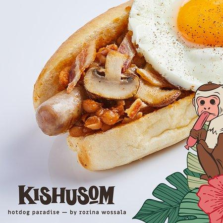 Kishusom: QUEEN: beanBQ, grilled mushrooms, sunny side up, bacon chips, mustard