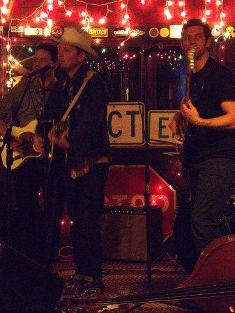 Montgomery Center, VT: Live Bands At The Snow Shoe Lodge & Pub
