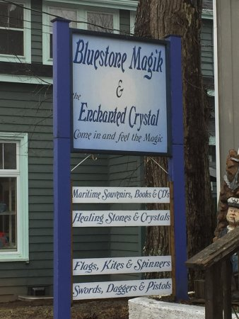 Mahone Bay, Канада: Sailing ships, swords and crystals.. they have it all.