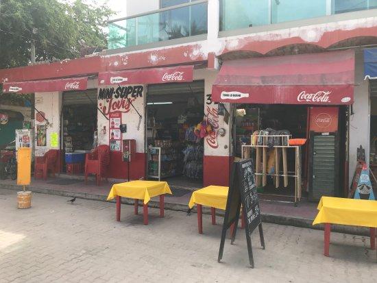 Playa Los Ayalas: Quaint town