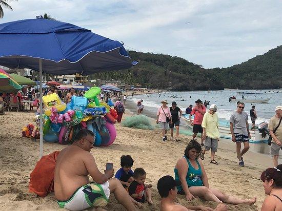 Playa Los Ayalas: Busy beach