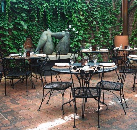 Tabard Inn Restaurant: Outside Patio