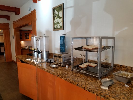 Brisbane, CA: Empty Breakfast area during breakfast hours