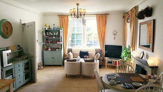 Callander, UK: Breakfast room and Guest lounge