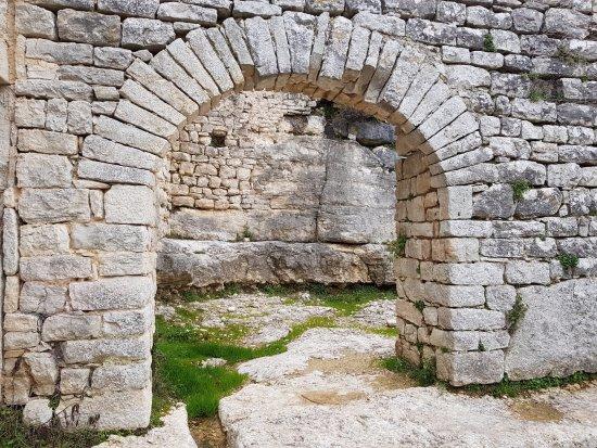 Kanfanar, Croatia: Gate to upper city