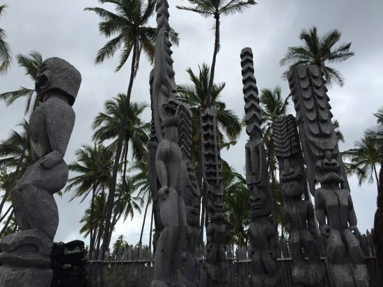 Honaunau, Χαβάη: Wooden carvings in the central heiau area