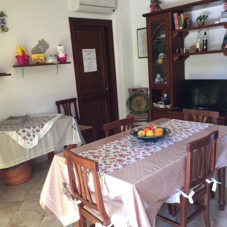 Ampie camere matrimoniali, cucina e veranda per consumare colazione ...