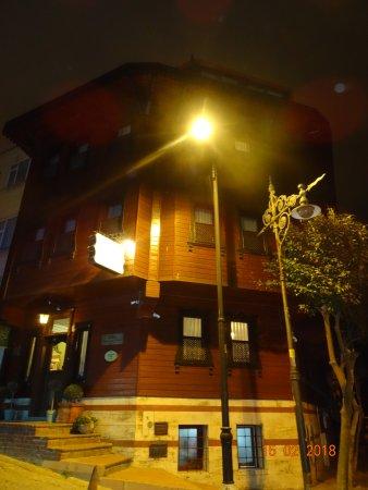 Dersaadet Hotel Istanbul: The Dersaadet at night