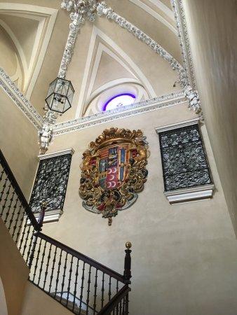 Hotel Palacio de Villapanes: central stairway