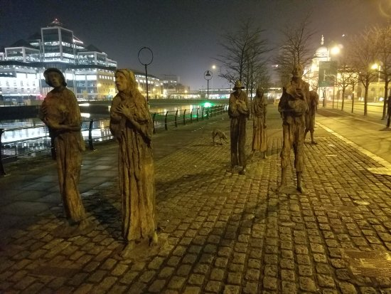 Famine Memorial on way to Temple Bar.