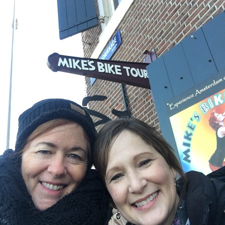 Mike's Bike Tours & Rentals: Enjoyed a fabulous three hour Amsterdam City bike tour with bike guide, Aaron.