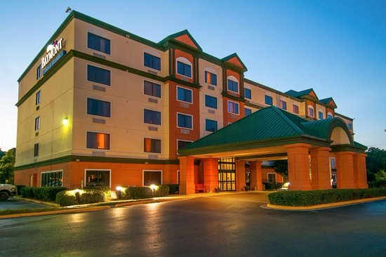 Baymont by Wyndham Jackson/Ridgeland: Hotel at Dusk