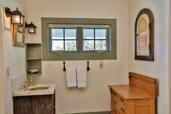 Addison, VT: Guest House, Sink area of Bathroom