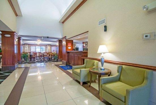 Baymont Inn & Suites Jackson : Lobby Area