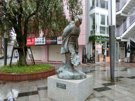 Wakakihinohaha Statue