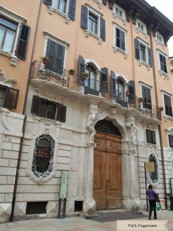 Palazzo Larcher-Fogazzaro