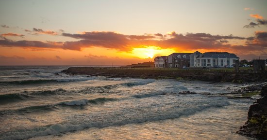 Спэниш-Пойнт, Ирландия: Autumn Sunset at the Armada Hotel, Spanish Point