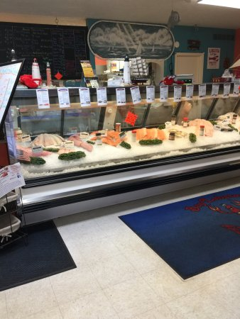 Wooster, OH: counter display of fish