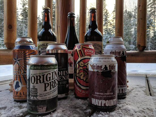 Carrabassett Valley, Μέιν: We offer a large selection of Maine craft beer, as well as delicious cider and wine options