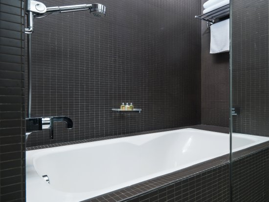 99 Bonham All Suite Hotel: Premier Suite / Deluxe Suite   Bathtub (Subject  To