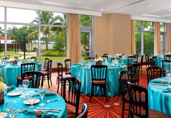 ballroom picture of courtyard by marriott miami airport. Black Bedroom Furniture Sets. Home Design Ideas