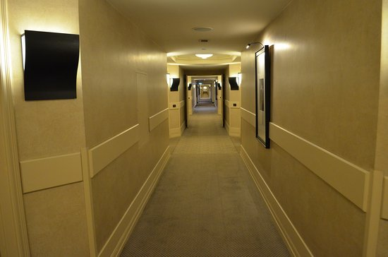 Grand Hyatt Istanbul: Walk to the Club Lounge