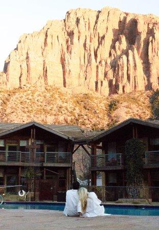 Desert Pearl Inn: The beautiful pool view