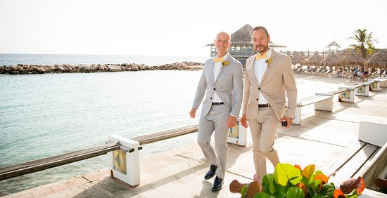 LGBT wedding at Avila Beach Hotel !
