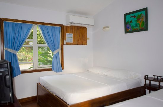 Entrance - Picture of Pirates Den Hotel, Roatan - Tripadvisor