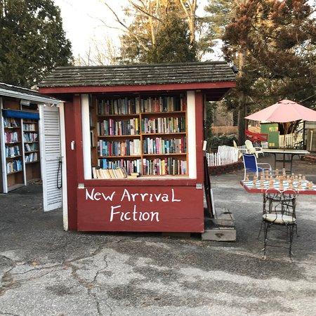 Niantic, CT: The Book Barn