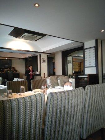 La Pizzeria: The dining area